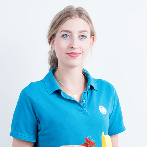 Katrin Mayr. Praxismitarbeiterin. Zahnmedizinische Fachangestellte.